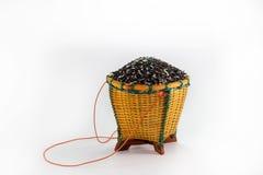 Bagas do arroz na cesta imagens de stock royalty free