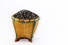 Bagas do arroz na cesta fotografia de stock