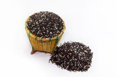 Bagas do arroz na cesta imagem de stock