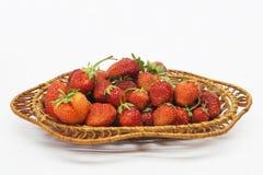 Bagas maduras vermelhas das morangos no fundo claro Foto de Stock