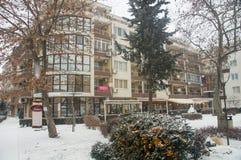 Bagas sob a neve em Pomorie, Bulgária Fotos de Stock Royalty Free