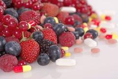 Bagas, vitaminas e suplementos nutritivos Fotos de Stock
