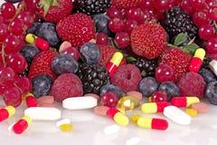 Bagas, vitaminas e suplementos nutritivos Foto de Stock Royalty Free