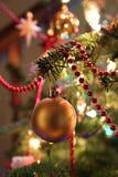 Bagattella dorata dell'albero di Natale Immagine Stock Libera da Diritti