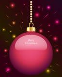 Bagattella rosa d'ardore di Natale che appende sulle perle Fotografia Stock