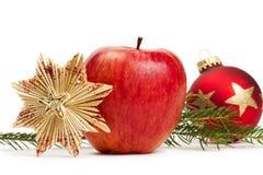 Bagattella rossa di natale della stella della paglia del Apple e una filiale Immagini Stock Libere da Diritti