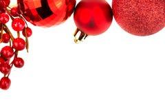 Bagattelle di Chrismas e bacche rosse Fotografia Stock