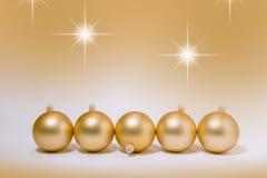 Bagattelle dorate della decorazione di Natale Immagine Stock Libera da Diritti