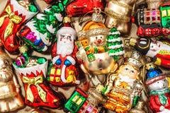 Bagattelle, giocattoli ed ornamenti delle decorazioni dell'albero di Natale Fotografia Stock Libera da Diritti