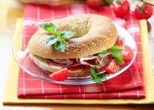 Bagel avec du jambon image libre de droits