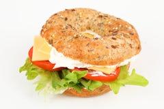 Bagel avec le fromage fondu et le Gouda Photographie stock libre de droits