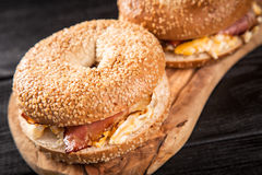 Bagel with bacon and egg Royalty Free Stock Images