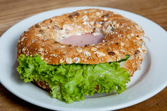 Bagel com presunto Fotos de Stock Royalty Free