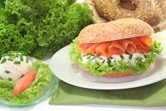 Bagel with cream cheese and salmon Royalty Free Stock Photos
