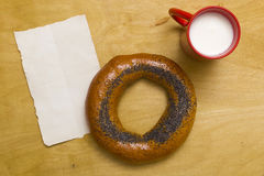 Bagel and a cup of milk Royalty Free Stock Photos