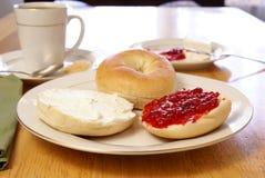 Bagel della prima colazione fotografie stock libere da diritti