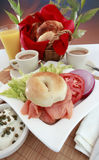 Bagel e café salmon fumados Imagem de Stock