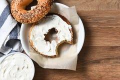 Bagel e queijo de creme Fotos de Stock