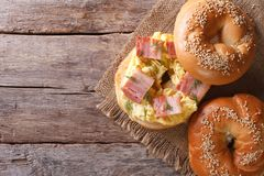 Bagel with egg and bacon close-up. horizontal view from above Royalty Free Stock Photos