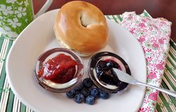 Bagel with jelly and blueberries Royalty Free Stock Photography