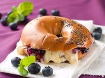 Bagel med ost Royaltyfri Fotografi