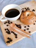 Bagel mit Kaffee Stockfoto
