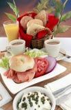 Bagel, queijo de creme e café salmon fumados Imagem de Stock Royalty Free