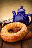 Bagel and tea for breakfast Royalty Free Stock Photography