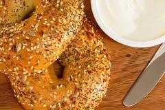 bagels κρέμα τυριών Στοκ φωτογραφίες με δικαίωμα ελεύθερης χρήσης