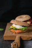 Bagels με το σολομό και το αυγό Στοκ φωτογραφία με δικαίωμα ελεύθερης χρήσης