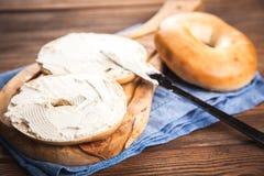 Bagels с плавленым сыром Стоковые Изображения RF