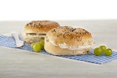Bagels com queijo creme Imagens de Stock Royalty Free
