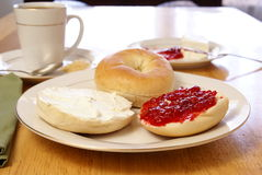 Bagels do pequeno almoço Fotos de Stock Royalty Free