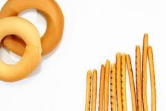 Bagels i breadsticks odizolowywający na bielu Zdjęcia Royalty Free