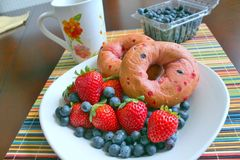 Bagels with strawberries and blueberries Stock Photos