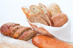 Bageri för sortiment för nytt bröd hälsosamt europeiskt royaltyfri foto