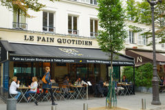 Bageri Le Smärta Quotidien i Paris, Frankrike Royaltyfria Foton