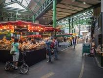 Bageri på stadmarknad Arkivfoton