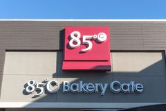 Bagerikafét för 85 C grundade i 2003 av Wu Cheng-Hsueh Royaltyfria Foton