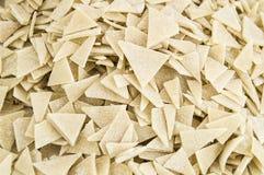 Bageriprodukter, partiklar för deg för snitt för hemlagade triangulära snittdegpartiklar hemlagade triangulära i en platta Fotografering för Bildbyråer