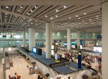 Baggages da tomada no aeroporto fotografia de stock royalty free
