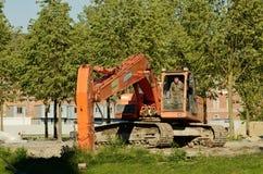 Bagger, der einen Abzugsgraben gräbt Stockbild