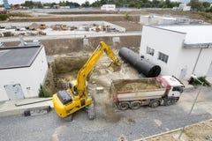 Bagger-und LKW Klärwerk Stockfoto