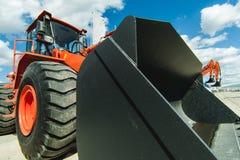 Baggerladermaschine Seitenansicht von Front Hoe Loader Industrielles Fahrzeug Schwere Ausrüstungs-Maschine Pneumatischer LKW Cons Stockbilder