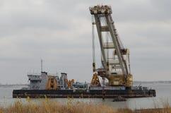 Baggerschiff auf dem Fluss Stockfotos