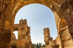 Bagni di Caracalla, rovine antiche dei thermae pubblici romani immagini stock