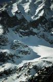 Bagni, fianco di una montagna innevato Fotografia Stock