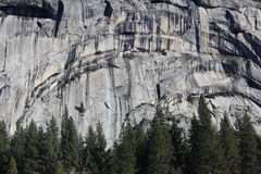 Bagni il parco nazionale di Yosemite del fianco di una montagna della roccia Fotografia Stock Libera da Diritti