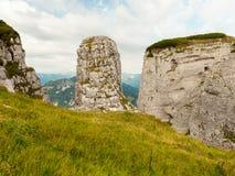 Bagni la roccia nelle alpi austriache un giorno nuvoloso Immagini Stock