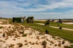 Bagni pubblici sul campo da golf immagine stock